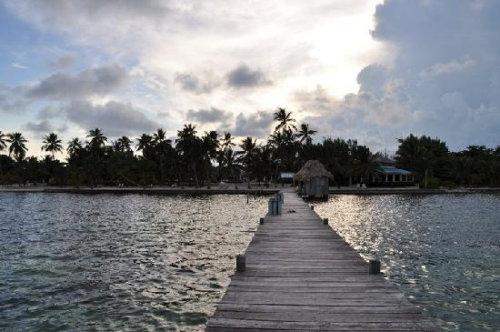 Victoria House Resort & Spa: View from the dock