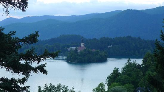 Hotel Triglav Bled: view of Lake Bled from our balcony