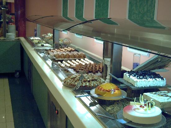 Rodos Palladium: solo un angolo del reparto dolci!