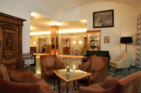 Hotel Stefanie: Halle / Lobby