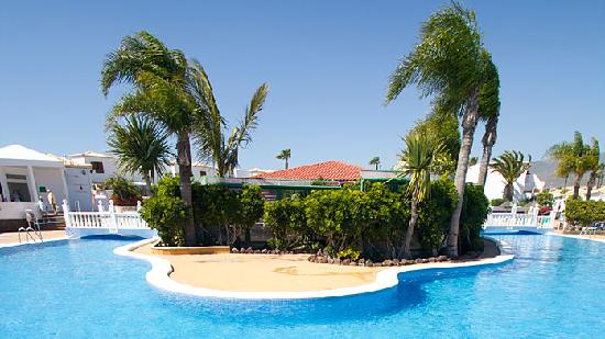 Royal Tenerife Country Club: SWIM AROUND THE RESTAURANT AND POOL BAR