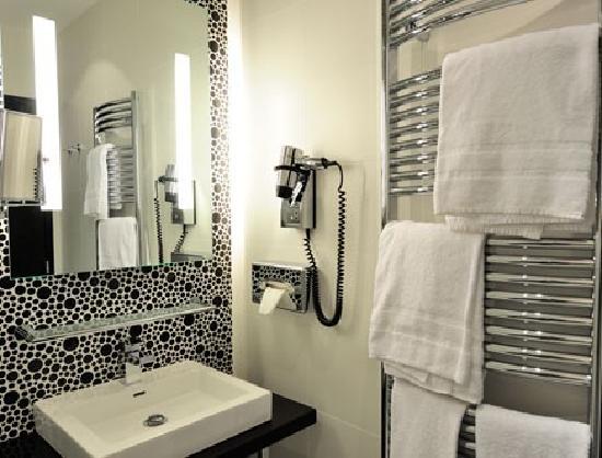 Quality Hôtel Centre del Mon : Salle de bain