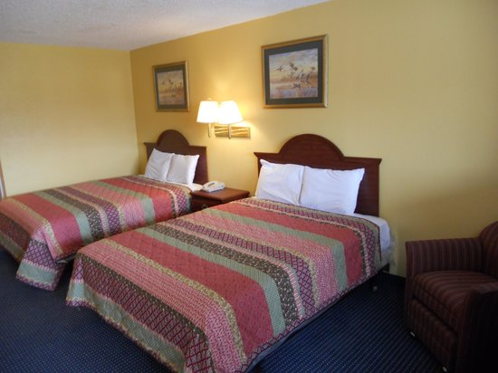 Riverwalk Inn & Suites Portsmouth : KING SIZE