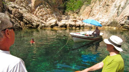Llafranc, Spanien: we meet a swimmer in a secluded cove