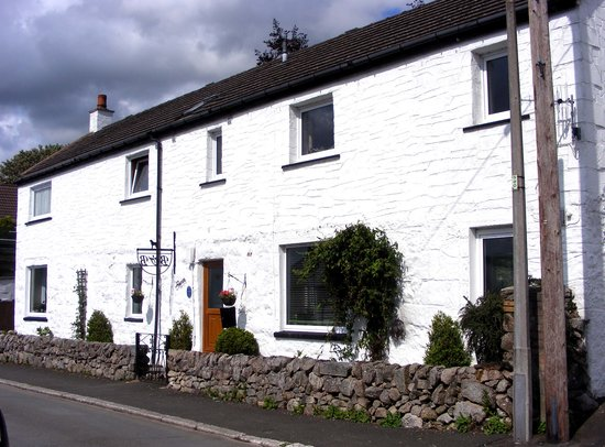 Trewan Guest House: A view from the road