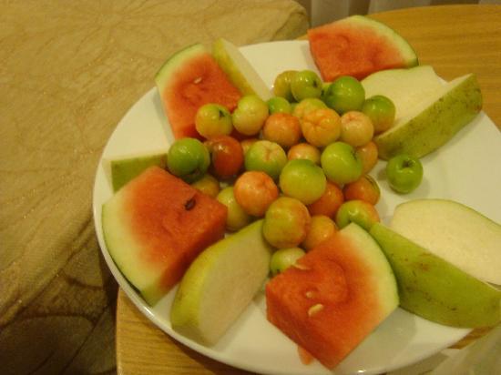 Sen Viet Hotel: Welcoming fruit platter