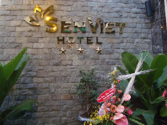Sen Viet Hotel: Front of the hotel