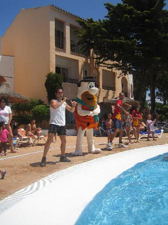 Sol Falco All Inclusive : si balla in piscina con FRED