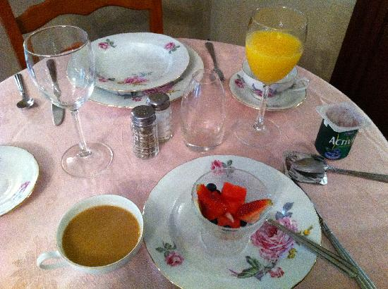 The Alexander Benjamin House Country Lodging: The start of a wonderful breakfast!