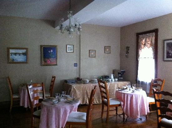 The Alexander Benjamin House: The breakfast/dining room.