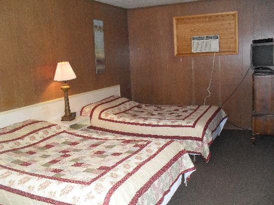 Gardenwood Resort and Motel: Motel #25 has a great view of Lake Superior
