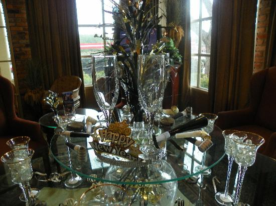 Lafayette Garden Inn & Conference Center: New Years Decoration