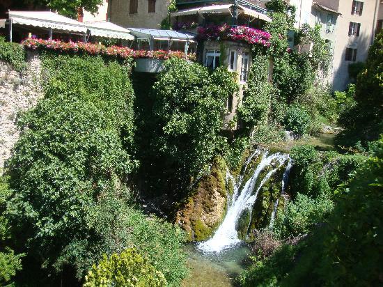 Le cadre du restaurant picture of la cascade moustiers for Restaurant la cascade