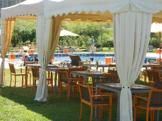 AC Hotel Gava Mar by Marriott: Outdoor Cafe