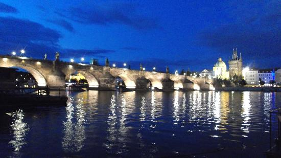 Praga, Republika Czeska: Karluv Most (Charles Bridge) Evening