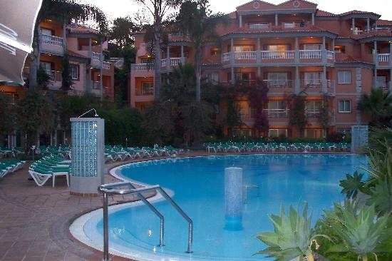Pestana Miramar Garden Resort Aparthotel: Central Pool Area at Dusk