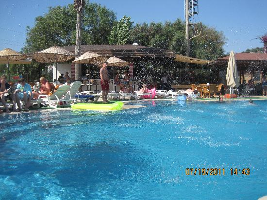 Tropicana Beach Hotel : pool :)