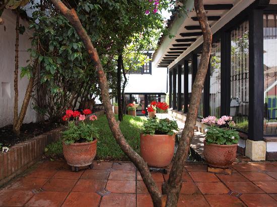 Patio interior picture of casa yaroslava bogota for Casas con patio interior