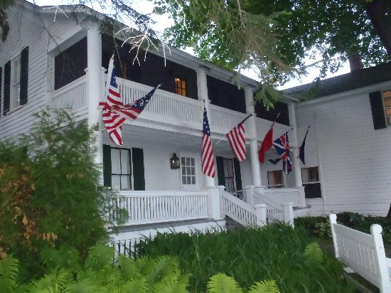 Haan's 1830 Inn: nice porches