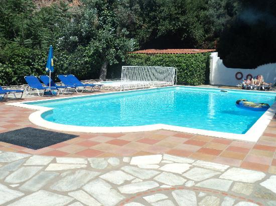 Hotel Lalaria: small but pleasant swimming pool  area