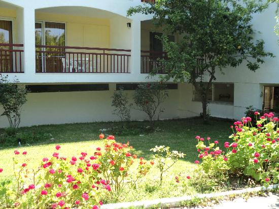 Hotel Lalaria: view of ground floor garden view apartments