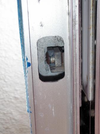 Hotel Myrmidon: χωρις κλειδαρια,ευτυχως ειμαστε μπατηρηδες!