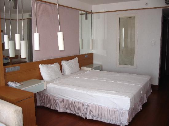 Kefaluka Resort: Triple room bed