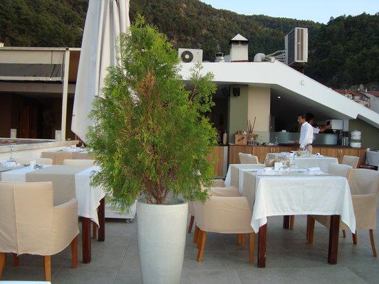 Yacht Roof Restaurant : The Kitchen