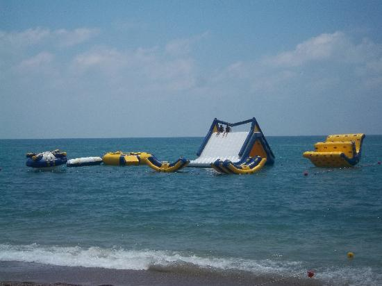Otium Hotel Seven Seas: inflatables down the beach