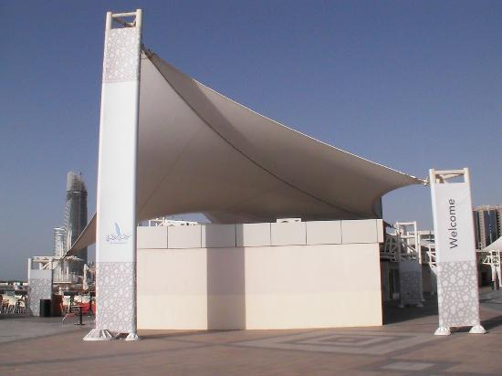 Am öffentlichen Strand von Abu Dhabi