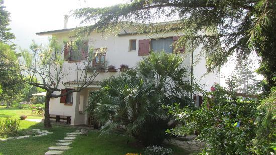 Agriturismo Villa Prato: Hotel and Gardens 2