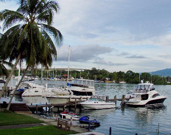 Hotel Marina & Yacht Club Nana Juana: vista desde la piscina del hotel