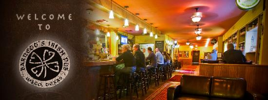 Barnett's Pub: Friendly bartenders, delicious Irish food, and a charming atmosphere make for an excellent time!