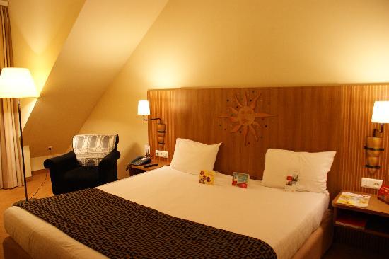 Vienna House Dream Castle Paris : Bedroom