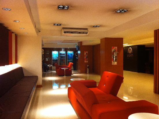 Aspen Suites Hotel: Lobby