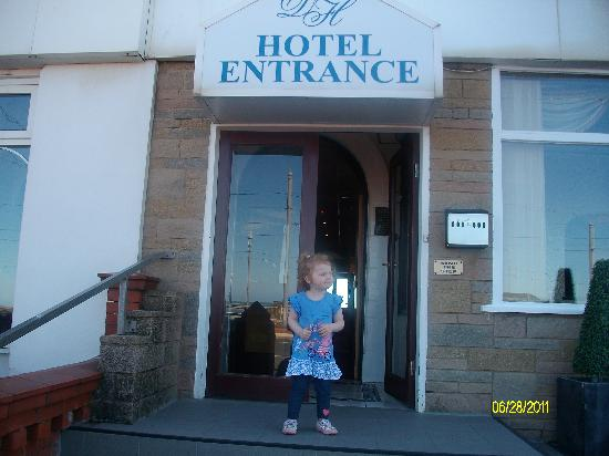 Doric Hotel: outside the main reception area