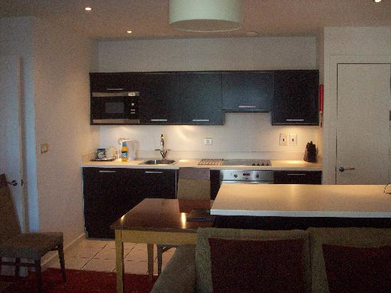 PREMIER SUITES Manchester: kitchen