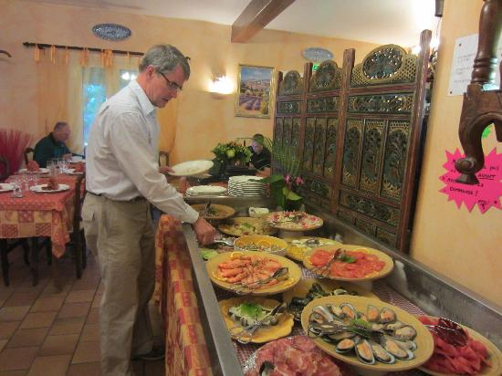 Hotel Le Provence : Appetizer Buffet