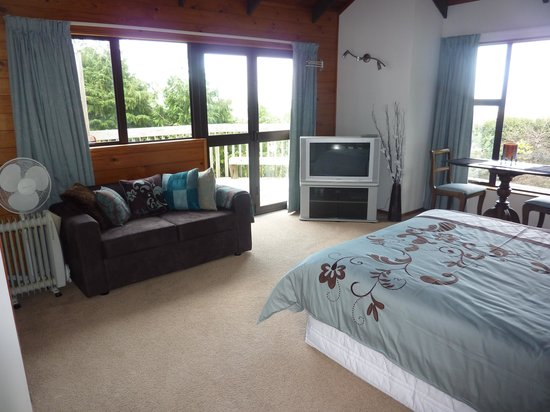 Grafton Cottage and Chalets: Honeymoon suite