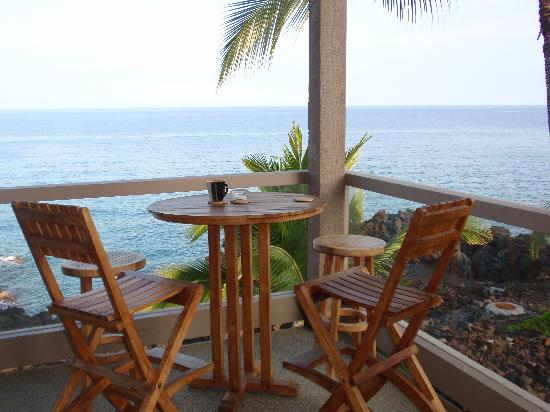 Keauhou Kona Surf & Racquet Club: Our favorite spot to relax on the lanai