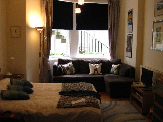 No. 16 Learmonth Terrace: lovely room