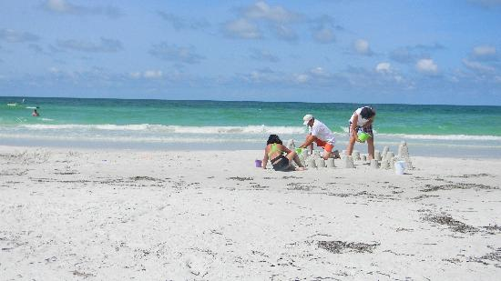 Siesta Key, FL: Making sandcastles