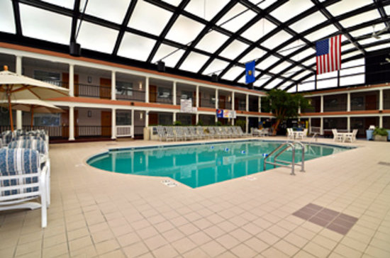 Best Western Green Bay Inn Conference Center: Tropical Pool Area