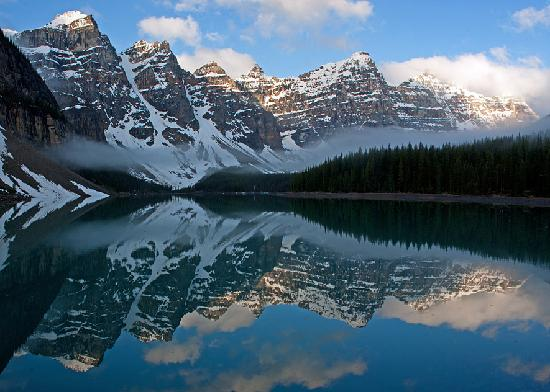 Moraine Lake Lodge: Moraine Lake at Dawn