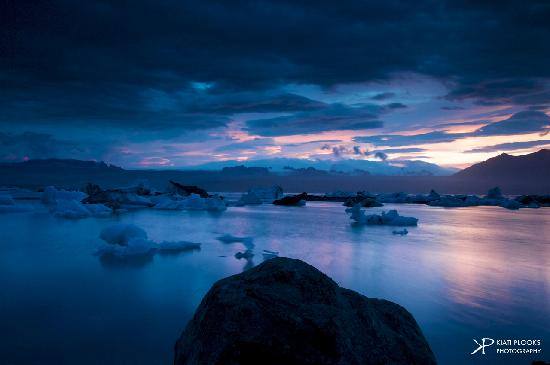 Iceland Aurora Photo Tours - Day Tours : Another shot of the Glacier Lagoon