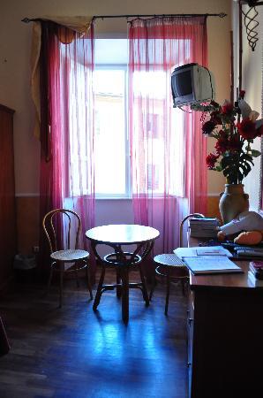 Tamara's Suites : le coin déjeuner dans la chambre