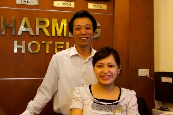 Hanoi Charming Hotel: Hr Duc and Hong at Reception
