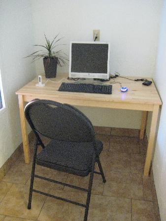 804 Miette Guest House: computer