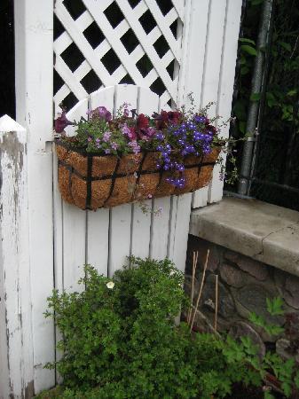 804 Miette Guest House: side gate