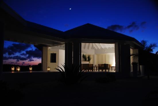 Guanahani Beach Club Resort: Guanahani Patio Restaurant, Lounge-Bar